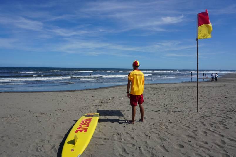 SURF LIFESAVERさん♪ 今日も海を、皆を、守ってくれます!